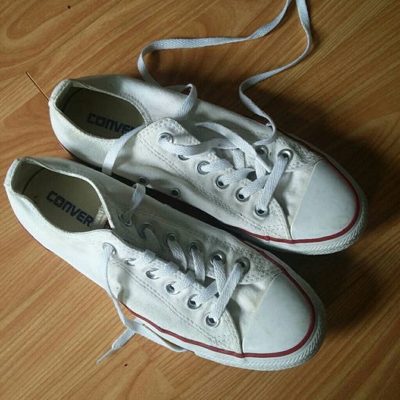 fa6798ddec35 White low top Converse snickers sz. 7.5